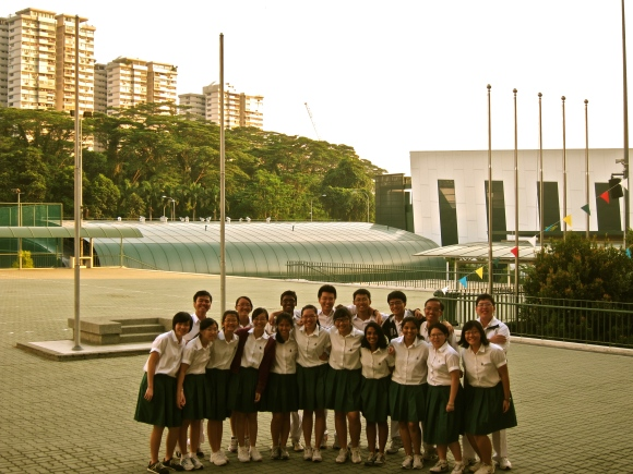 A formal photo at the Parade Square (a large fraction of Batch 2013)
