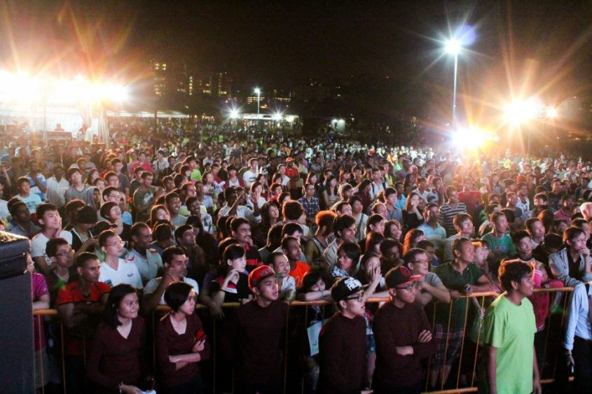 An estimated crowd of 30 000 turned up at Jurong Central Park to celebrate the New Year
