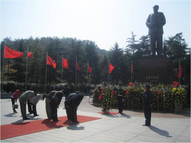 The Chinese paying their respects to Chairman Mao