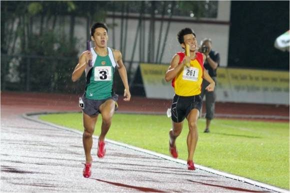 Ng Chin Hui anchoring RI to victory in the 4x400m finals @ National Schools 2012