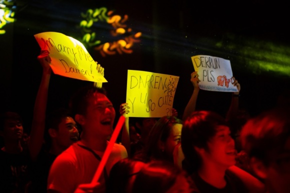 Darren Tan's supportive fans and friends holding up creative and highly amusing banners!