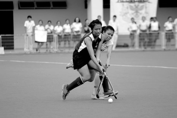 Phoebe Neo, captain of the girls' team, fending off an opponent