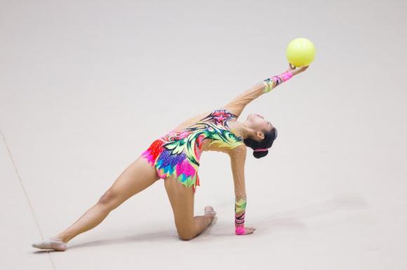 Vivian Feng nails a ball scale