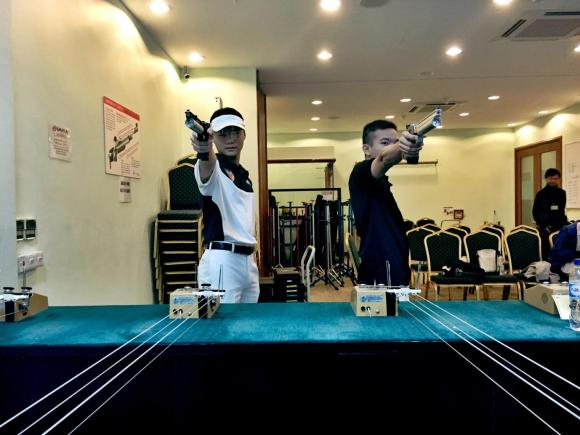 Alexander Yean (left) and Chua Bing Hong (right), preparing for the match