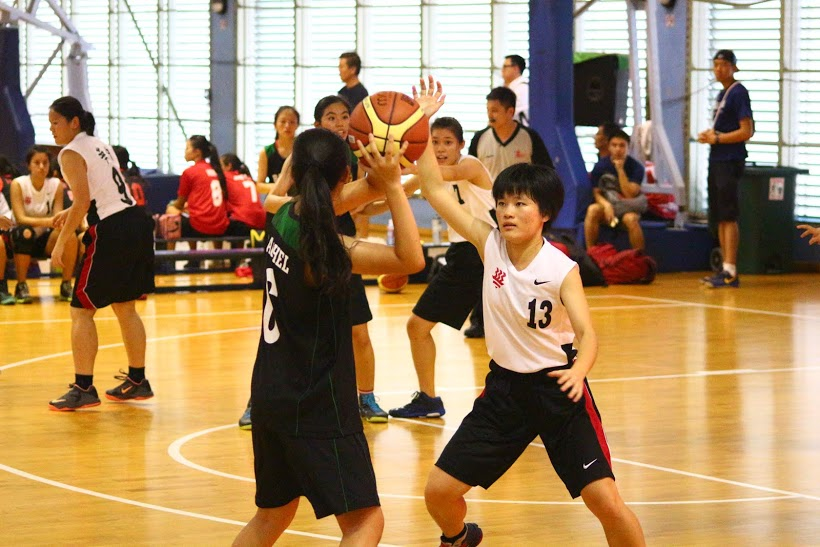 #6 Starter Rachel on court looking for a pass.