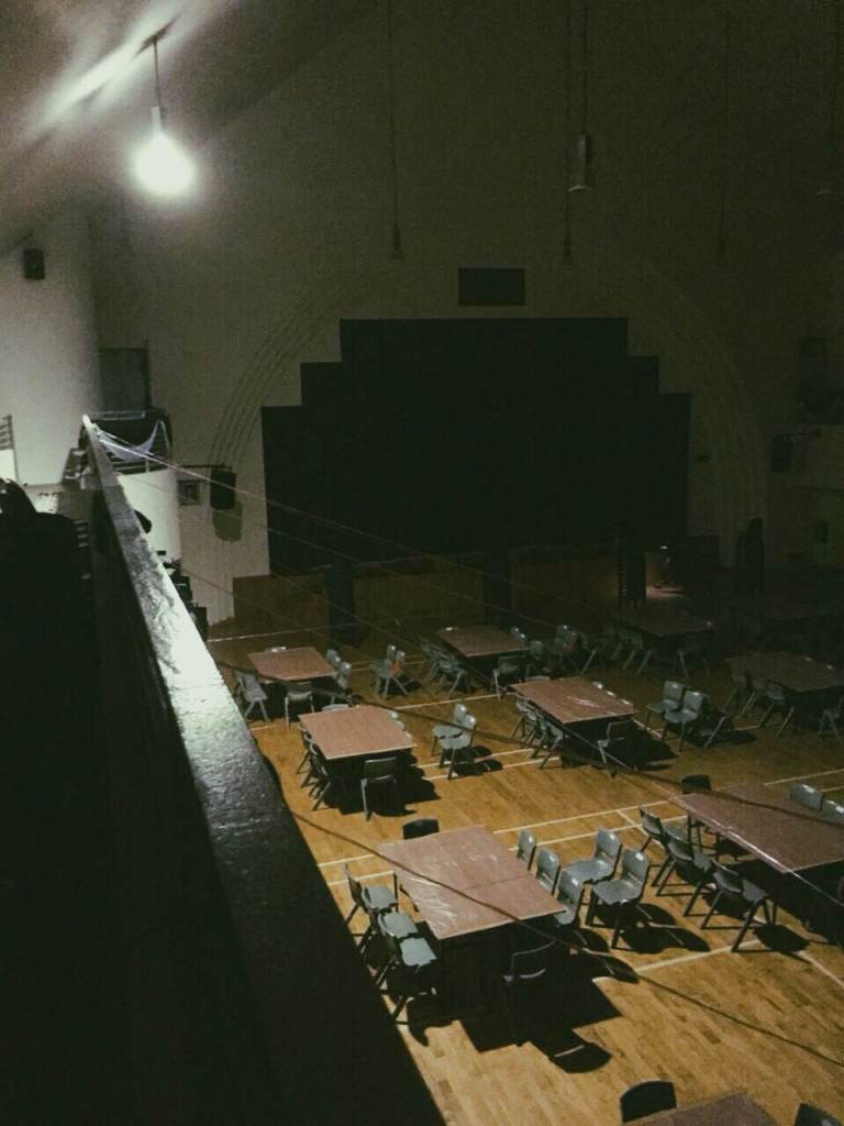 Behind the scenes, the set-up in Albert Hong Hall just before the arrival of the diners.
