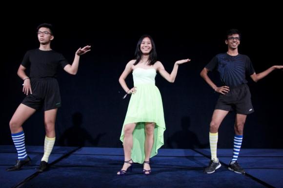 Mae Chan Yee (tengah) = 387, dan tidak hanya prom Ratu tapi Raffles nya
