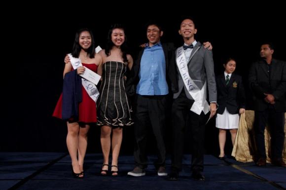 Kami tari raja dan ratu nominasi (dari kiri ke kanan: Eunice Huang Yvette Lin, David Wang Wei Ting Choong)