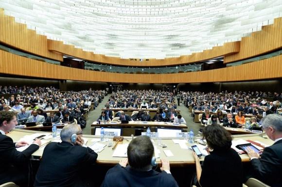 Policy makers in boardroom negotiations. COP21, Paris. (Photo: un.org)