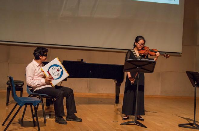 Ms Ku shoots an exaggerated glare at Farah as she screeches her way through Mendelssohn.